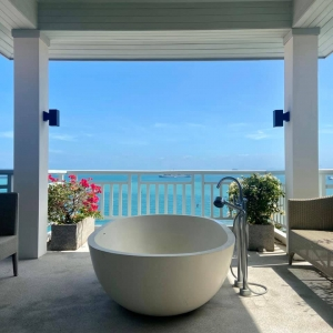 Bathtub at the spa. You have the view of Andaman Sea all by yourself.