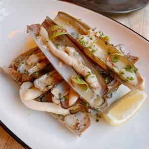 หอยไม้ไผ่ราดซอสไวน์ขาว