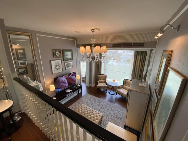 房间是夹层户型,具有85平米